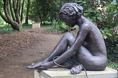 tied-woman-statue1